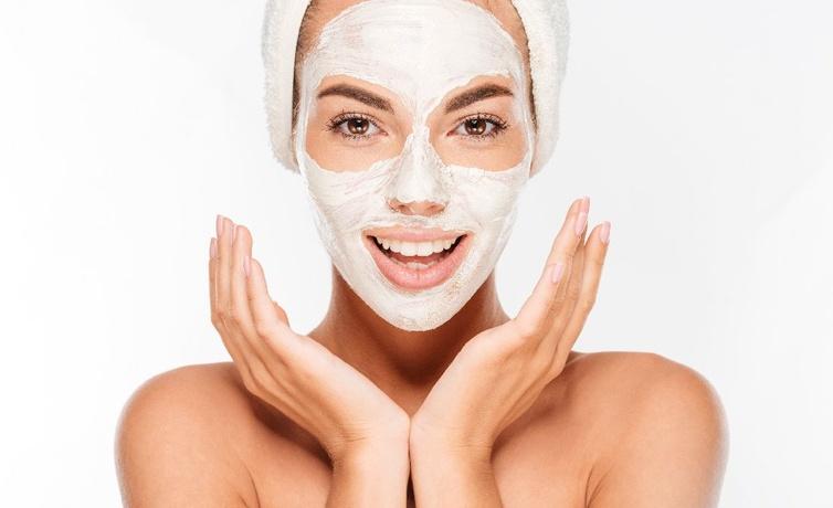 Cildi temizleyen maskeler neler çilek maskesini yoksa hala denemediniz mi?